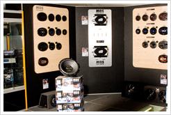 MDS har byggt upp en egen bilstereobutik i butiken med massor av bilhögtalare, slutsteg och basar