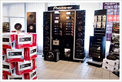 Pioneer finns representerade med ett stort demoställ med allt från billigaste bilstereo till värsta navigationssystemet