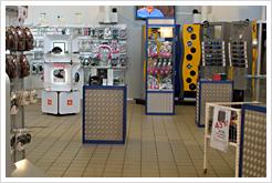 BRC:s butik i Malmö. Prylmatat paradis med bilstereo, högtalare, slutsteg, hörlurar och mycket annat